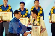 Nguyên Chủ tịch nước Nguyễn Minh Triết nhận Huy hiệu 50 năm tuổi Đảng