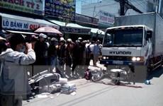 Xe tải đâm liên hoàn bốn xe máy làm 4 người thương vong