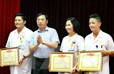 Hà Nội khen thưởng 19 cán bộ y tế có nguy cơ phơi nhiễm HIV
