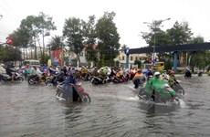 Mưa lớn kéo dài, nhiều tuyến đường tại các địa phương ngập nặng