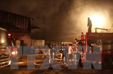 Cháy kho bãi, nhiều hàng hóa, máy móc và 2 ôtô bị thiêu rụi