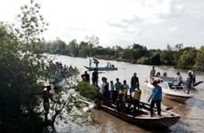 Canô đâm vào cầu làm 2 người chết, 7 người bị thương