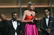 Taylor Swift làm nên lịch sử, đá xoáy Kanye West ở giải Grammy