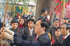 Dâng hương các bậc tiên đế, tiên hiền tại Hoàng thành Thăng Long