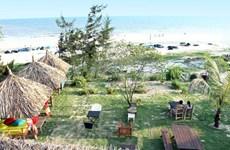 Những túp lều rực rỡ trên bãi biển Bình Thuận thu hút du khách