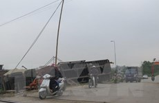 Tàu hàng va chạm với xe đạp làm một người bị thương nặng