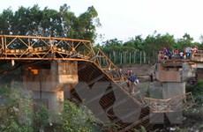 Khắc phục hậu quả vụ xe tải chở cát làm sập cầu tại Đắk Lắk