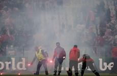 UEFA khởi kiện Croatia về vụ cổ động viên ném pháo sáng