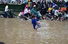 Mưa rất lớn ở nội thành Hà Nội, nguy cơ ngập nhiều tuyến phố