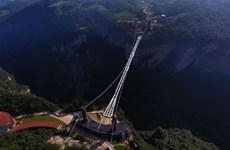Cầu kính cao nhất thế giới vừa mở 13 ngày đã phải đóng cửa