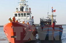 Cấp cứu một thuyền viên bị cào lưới kéo đứt lìa bàn chân trái