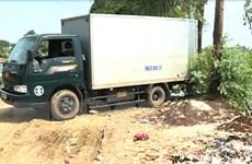 Hưng Yên: Bắt quả tang xe tải đổ trộm rác thải công nghiệp