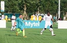 Tiền vệ Cameroon thỏa ước mơ chơi bóng ở sân đấu 5 sao Việt Nam