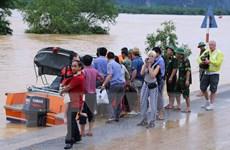 Chuyển tải thành công hành khách tàu SE19 bị mắc kẹt do mưa lũ