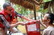 Hỗ trợ người dân miền Trung có nguy cơ thiếu đói vì nước lũ