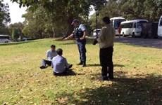 Khách Trung Quốc bị bắt vì tiểu tiện trong Vườn thực vật Australia