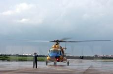 Trực thăng vận chuyển ngư dân từ Trường Sa về đất liền cấp cứu