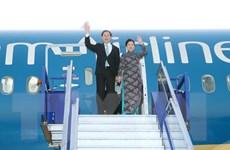 [Photo] Chủ tịch nước xuống sân bay quân sự ở thủ đô Lima