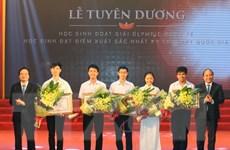 Tuyên dương học sinh đạt thành tích cao trong thi quốc gia và quốc tế