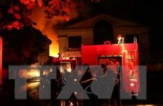 Khám nghiệm hiện trường vụ cháy lớn thiêu rụi nhà xưởng tại La Phù