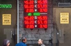 Người Nga ồ ạt thu mua ngoại tệ do lo ngại đồng ruble mất giá