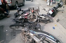 Ôtô mất lái húc văng 9 xe máy làm nhiều người bị thương