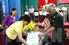 Bộ trưởng Bộ Quốc phòng làm việc với Hội Nạn nhân Chất độc da cam