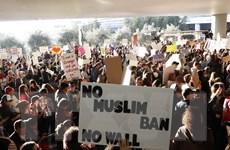 Nhiều nước tiếp tục phản đối chính sách hạn chế nhập cảnh vào Mỹ