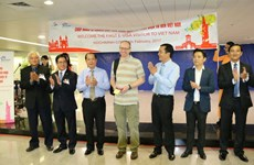 Khách quốc tế đầu tiên dùng thị thực điện tử Việt Nam đến TP.HCM