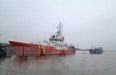 Kịp thời cứu 7 người cùng tàu chở hàng gặp nạn trên biển