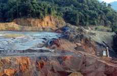 Kiểm tra sự cố vỡ đập chứa bùn thải quặng thiếc tại Nghệ An