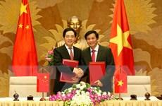Quốc hội Việt Nam tiếp nhận quà tặng của Chính phủ Trung Quốc