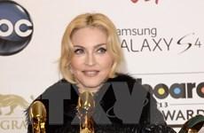 """Dự án phim tiểu sử Madonna hứng """"búa rìu"""" từ... nhân vật chính"""