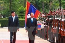 Lễ đón trọng thể Thủ tướng Nguyễn Xuân Phúc tại thủ đô Vientiane