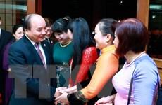 Thủ tướng gặp gỡ nhân viên Đại sứ quán và Việt kiều tại Philippines