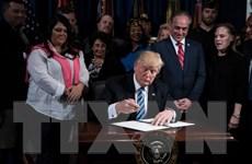 Tổng thống Mỹ Donald Trump ký ban hành dự luật ngân sách liên bang