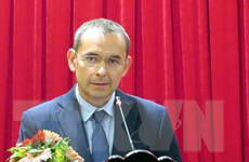 Trao huân chương hữu nghị tặng nguyên Đại sứ Pháp tại Việt Nam