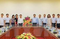 Đồng chí Phạm Minh Chính thăm, chúc mừng cán bộ và phóng viên TTXVN