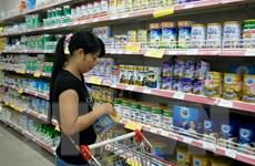 Giá sữa giảm nhưng người tiêu dùng vẫn phải mua đắt