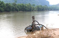 Bắt quả tang các đối tượng khai thác cát trên sông Thu Bồn