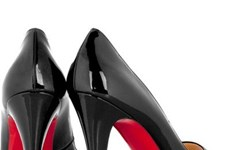 """Christian Louboutin và cuộc chiến bảo vệ """"đế giày màu đỏ"""""""