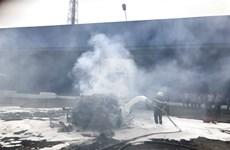 Thợ sửa chữa bất cẩn khi hàn xì, xe ôtô 4 chỗ cháy rụi phần đầu