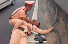 Khởi tố vụ án hình sự vụ lái xe hất văng cảnh sát giao thông