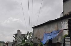 Hà Nội: Người dân nơm nớp sống dưới đường dây điện trung thế
