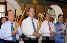 Lãnh đạo TP.HCM dâng hương tưởng niệm Chủ tịch Tôn Đức Thắng