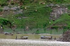 Ôtô lao xuống hồ thủy điện Sơn La khiến hai người tử vong