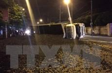 Xe chở than không rõ nguồn gốc bị lật, gây ách tắc trên quốc lộ 18