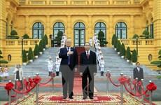 Chủ tịch nước Trần Đại Quang đón tiếp Tổng thống Hoa Kỳ Donald Trump