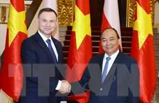 Thủ tướng Nguyễn Xuân Phúc hội kiến Tổng thống Ba Lan