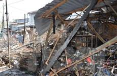 Triển khai vòi dài 200m dập tắt đám cháy xưởng gỗ tại Thường Tín